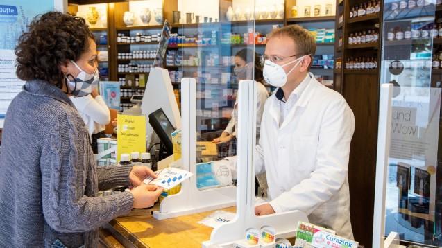 Den Umfrageergebnissen des BAH-Gesundheitsmonitors zufolge haben die Menschen in Deutschland viel Vertrauen in ihr Gesundheitssystem – auch in die Apotheken.(c / Screenshot: BAH-Gesundheitsmonitor)
