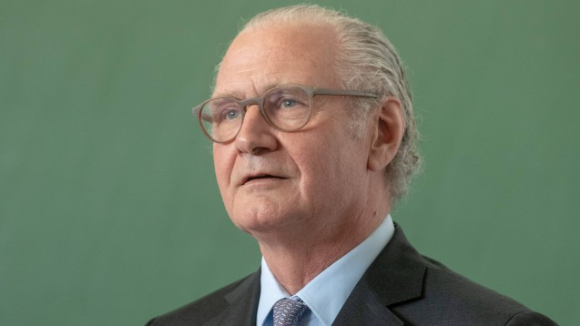 Merck-Chef Stefan Oschmann erklärt gegenüber der dpa, dass sich sein Pharmakonzern bereits mit größerer Lagerbildung auf einen No-Deal-Brexit vorbereite. (b / Foto: imago images / argum)