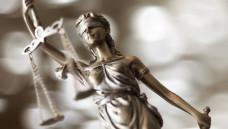 Die deutschen Gerichte sind noch nicht fertig mit der Frage, ob die Arzneimittelpreisverordnung die ordnungsgemäße Arzneimittelversorgung durch Apotheken sicherstellt. (Foto: Sebra / Stock.adobe.com)
