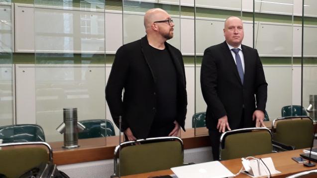 Der Prozessauftakt gegen Ex-ABDA-Sprecher Thomas Bellartz (links, mit seinem Anwalt) wurde vertagt. (Foto: DAZ.online)