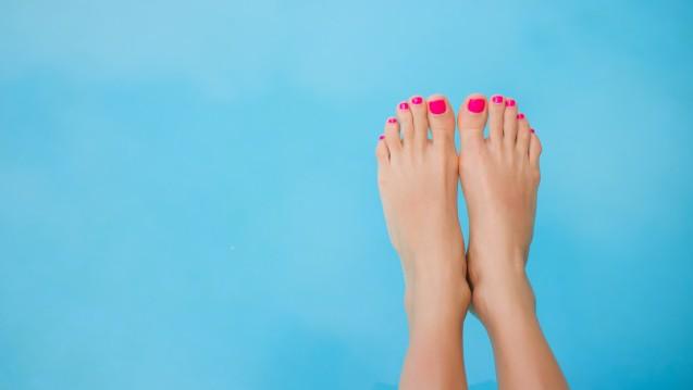 Nagelpilz ist keineswegs nur–aber auch –ein kosmetisches Problem. Wie kann man dem Patienten helfen, damit er sich wieder wohlfühlt? (Foto: Kaspars Grinvalds / stock.adobe.com)