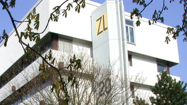 Seit 50 Jahren analysieren die Mitarbeiter:innen des ZL in Eschborn Arzneimittel. (x / Foto: ZL)