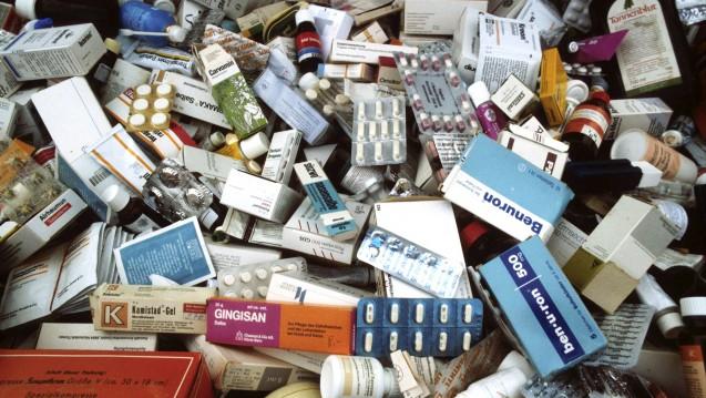 Die Mehrheit der Apotheker fühlt sich laut APOkix-Umfrage für die Entsorgung von Altarzneien verantwortlich. (Foto:picture alliance/Ulrich Baumgarten)