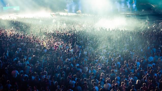In Utrecht waren bei einem Festival mit 10.000 Besuchern 1.000 Neuinfektionen auftreten – obwohl alle Besucher geimpft, geimpft-genesen oder negativ getestet waren. (x / Quelle: Melinda Nagy / AdobeStock)