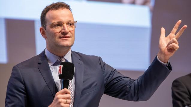 Jens Spahn will Verlässlichkeit: Entweder unterstützen die Apotheker seinen Weg oder sie setzen auf die Länder, dann stoppt er seine Apothekenreform gänzlich. (b/Foto: Schelbert)