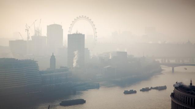 Während Ende März London starker Dunst heimsuchte, infizierten sich nicht nur mehr Londoner mit SARS-CoV-2, sondern es verstarben auch mehr Infizierte. (c / Foto: Melinda Nagy / stock.adobe.com)