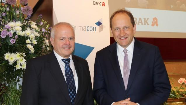 BAK-Präsident Kiefer (links) kann die Aufregung mancher Apotheker um die Einladung von FDP-Politiker Alexander Graf Lambsdorff nicht nachvollziehen. (Foto: ck / DAZ)