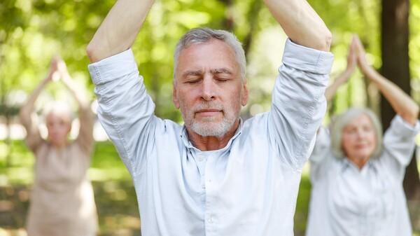 Profitieren Krebspatienten von Yoga und Qigong?