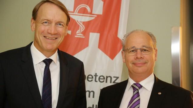 Einer Meinung: Thomas Preis (li.), Chef des Apothekerverbandes Nordrhein und Dr. Georg Kippels (CDU, re.), Mitglied des Gesundheitsausschusses im Bundestag, haben kein Verständnis für das Verhalten der Krankenkassen. (Foto: AVNR)