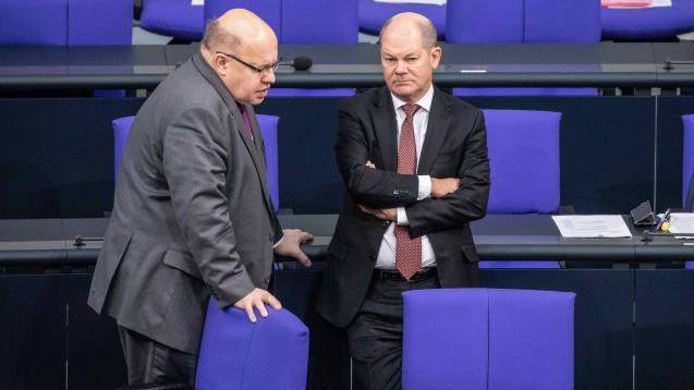 Wirtschaftsminister Peter Altmaier (li.) hat Finanzminister Olaf Scholz (re.) gebeten, die Bonpflicht zu lockern. (Foto: imago images / ZUMA)