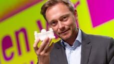 Apothekenpolitischer Tabu-Bruch: Bei der FDP steht das F jetzt für Fremdbesitz. Ein Kommentar von Christian Rotta. (Foto: dpa)