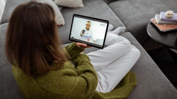 Verlängerte Fristen für Online-Medikationsplan und Grenzen für Videosprechstunden