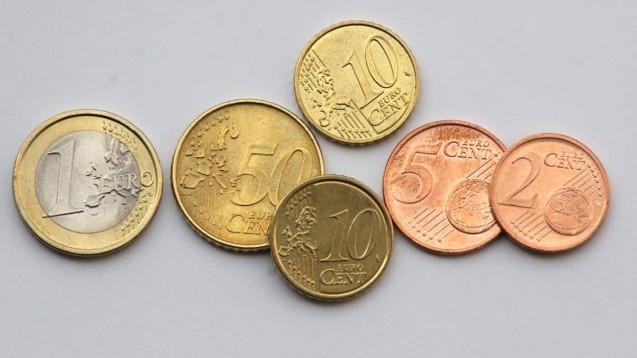 1,77 Euro - der Kassenabschlag ist fortan keine Verhandlungssache mehr, sondern vom Gesetzgeber festzulegen. (Foto: Sket)