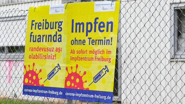 Ab September wird in deutschen Einrichtungen mit vulnerablen Gruppen eine Auffrischimpfung sechs Monate nach Abschluss der ersten Impfserie angeboten. Außerdem wird eine mRNA-Impfung für alle angeboten, die den ersten Impfschutz mit einem Vektor-Impfstoff erhalten haben. (b/Foto: IMAGO / Winfried Rothermel)