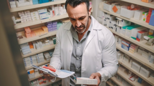 Wer die Abgabe eines Arzneimittels verweigert, sollte sich gut überlegen, warum er das tut. (Foto: Jacob Lund / AdobeStock)