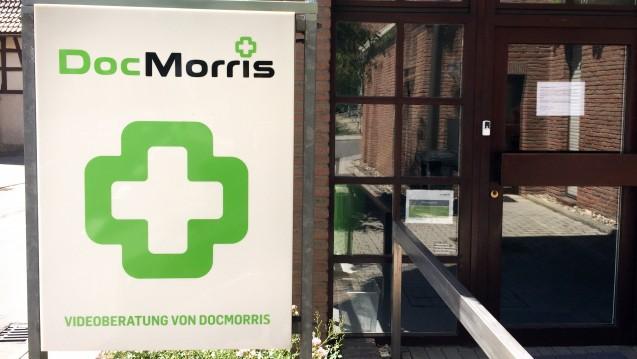 Das DocMorris-Experiment in Hüffenhardt steht nun am Verwaltungsgericht Karlsruhe auf dem Prüfstand. ( r / Foto: diz/DAZ)