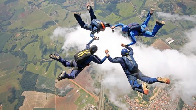 Um den Nutzen eines Fallschirms unter Beweis zu stellen, bedarf es keiner evidenzbasierten Studie mit Placebo-Arm. (Foto: freefly / Fotolia)