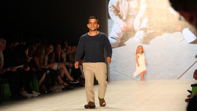 Kleinwüchsige Modells präsentieren Mode auf der Berlin Fashion Week 2015. (Foto: Achse - Allianz Chronischer Seltener Erkrankungen)