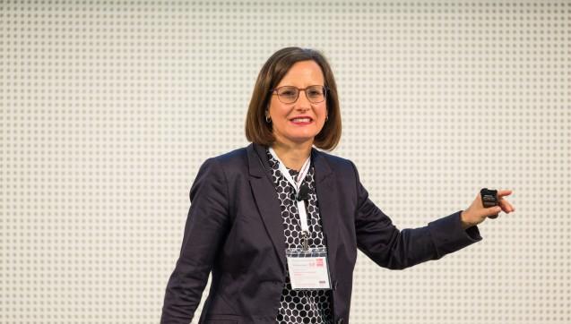 Ina Richling, Apothekerin, PharmD, Autorin und Referentin stellt beim POP-Symposium einen kniffligen Patientenfall vor.