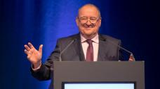 DAV-Chef Fritz Becker (hier beim DAT) will keine Alternativen zum Rx-Verandverbot zulassen und verbittet sich weitere Angriffe auf die Apothekerschaft. (Foto: Schelbert)