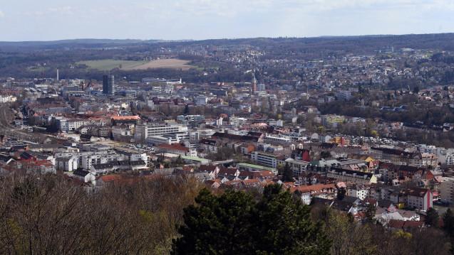 Mit dem Bus in die nächste Apotheke: In der baden-württembergischen Stadt Pforzheim muss das Stadtviertel Oststadt künftig ganz ohne Apotheke auskommen. (Foto: dpa)