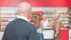 Abstand, bitte: Der Schutz von vertraulichen Informationen ist für Apotheken immer wieder ein Thema. (Foto: ABDA)