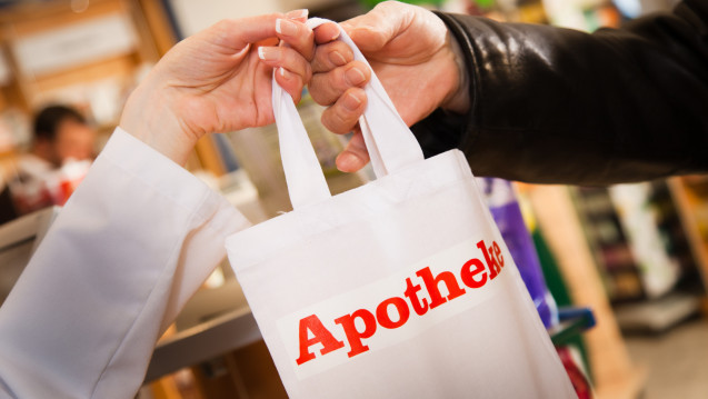 Der Trend geht zur wiederverwertbaren Tasche – auch in der Apotheke. (Foto: pix4u / Fotolia)