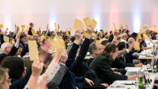 Rabattverträge made in Europe: Die Apotheker haben sich auf dem diesjährigen Apothekertag dafür ausgesprochen, dass Kassen und PKV-Unternehmen Rabattverträge primär an Unternehmen vergeben sollen, die in Europa produzieren. (s/Foto: Schelbert)