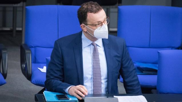 Der Start der Ausgabe von FFP2-Masken für Risikogruppen kann sich laut Bundesgesundheitsminister Jens Spahn bis weit in den Dezember hinein verschieben. (x / Foto: imago images / Christian Spicker)