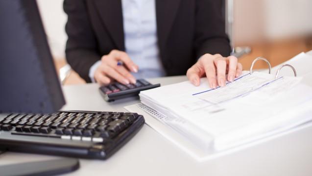 Ist auf den Herstellerrabatt, den ein Hersteller einer Apotheke gewährt, Umsatzsteuer zu zahlen? (Foto: Andrey Popov / stock.adobe.com)