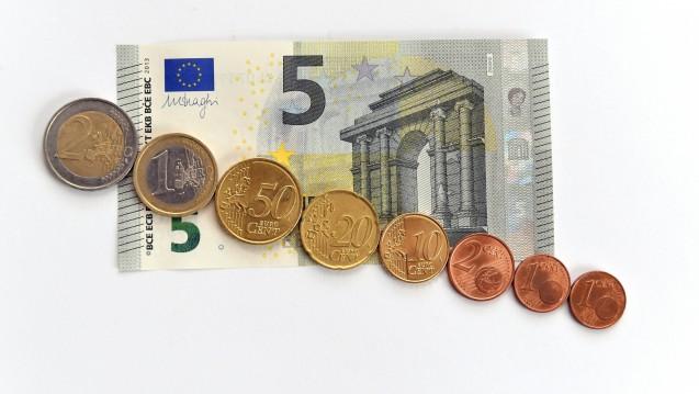 Der Mindestlohn liegt derzeit bei 8,84 Euro, könnte aber 2019 auf 9,19 Euro steigen. (Foto: Imago)