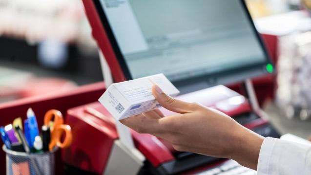 Über die Online-Arztpraxis Zava landen derzeit immer mehr E-Rezepte in der Warenwirtschaft der Apotheker. Aber dürfen die Apotheker diese auch beliefern? ( t / Foto: imago images / Panthermedia)