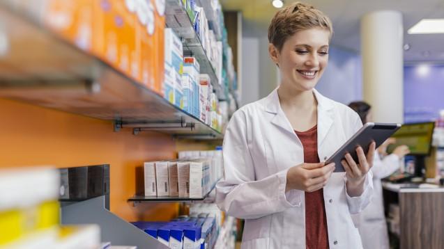 Rund acht von zehn Befragten sagen, dass aufgrund der zunehmenden Bestellungen von Medikamenten im Internet auch Vor-Ort-Apotheken im Onlinemarkt aktiv sein müssen. (c / Foto. Westend61 / AdobeStock)