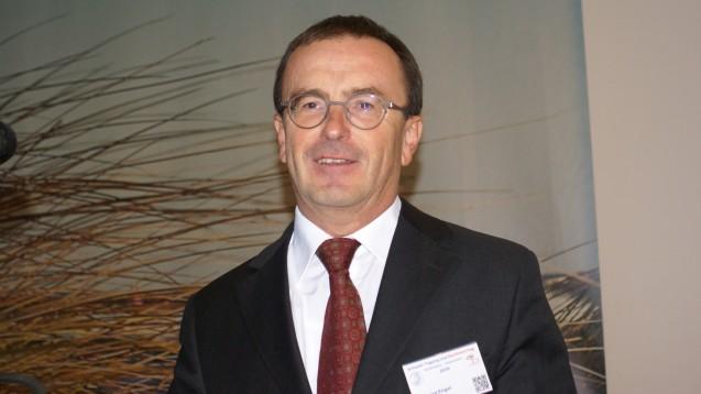 Dr. Dr. Georg Engel, Präsident der Apothekerkammer Mecklenburg-Vorpommern, diskutierte mit seinen Gästen auf dem Apothekertag in Rostock über E-Rezept-Modellprojekte. (Foto: tmb)