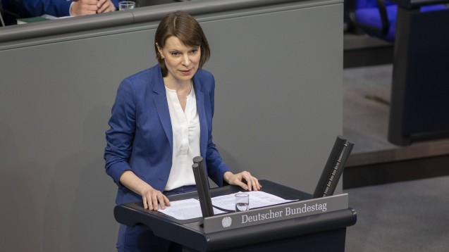 Die CSU-Gesundheitsexpertin Emmi Zeulner und ihr Fraktionskollege Wolfgang Stefinger fordern das Rx-Versandverbot, um die Versorgung durch Vor-Ort-Apotheken zu sichern. (s / Foto: imago images / Thiel)