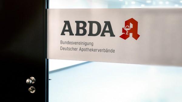 Kammern und Verbände fordern außerordentliche ABDA-Mitgliederversammlung
