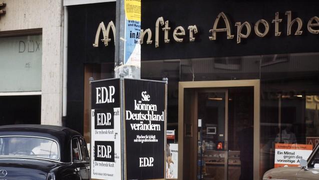 Standen Apotheken in früheren Zeiten mehr im Blickpunkt der Politiker? Zur Bundestagswahl 1969 wurde jedenfalls sehr nah Wahlkampf gemacht. (Foto: dpa)