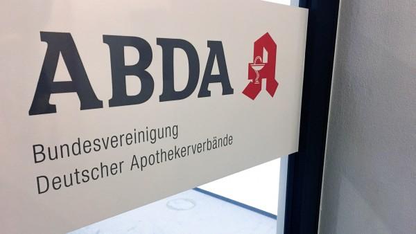 ABDA bringt 320 Millionen Euro für Dienstleistungen ins Spiel