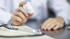 Sachverständigenrat zur Begutachtung der Entwicklung im Gesundheitswesen schlägt vor, dass Ärzte in Notdiensten begrenzt Arzneimittel abgeben dürfen. (Foto: Imago)