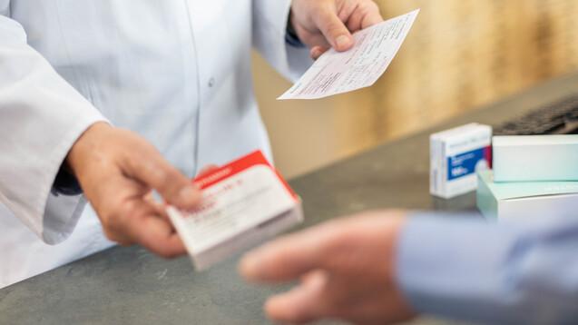 Bis zu viermal sollen Apotheken bei Vorlage einer Wiederholungsverordnung ein Medikament abgeben dürfen, ohne dass der oder die Versicherte ein neues Rezept mitbringen muss. (Foto: ABDA)