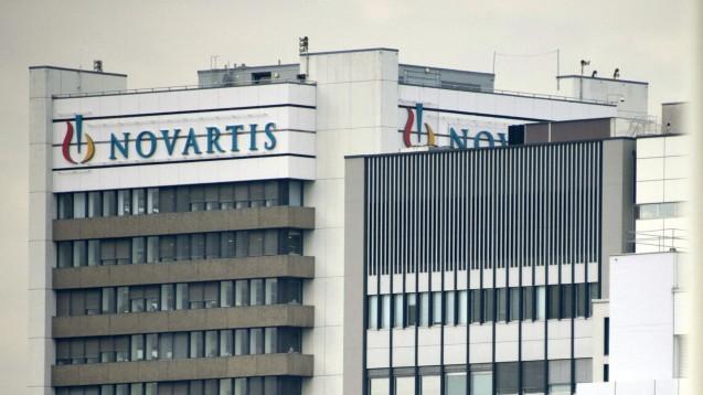 Novartis hat seine Zahlen für das dritte Quartal veröffentlicht. Dass in der Apotheke auch günstigere Nachahmerprodukte zu haben sind, beschert Gewinnrückgänge. (Foto: picture alliance / AP Photo)