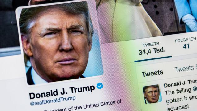 Bequem vom Golfplatz oder der Air Force One kümmert sich Trump auf Twitter um Außenpolitik und Personalangelegenheiten. Auch Pharmapolitik regelt der Präsident offenbar über Tweets. (m / Foto: Imago)