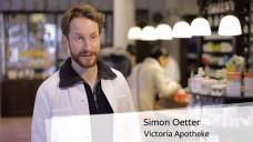 Der Hamburger Apotheker Simon Oetter verdeutlicht in dem Video die Lage von Vor-Ort-Apotheken. (Screenshot: DAZ.online)