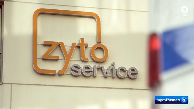 Die Hamburger Staatsanwaltschaft untersucht derzeit das Geschäftsmodell des Zyto-Herstellbetriebes ZytoService. Was ist bis jetzt bekannt? Worum drehen sich die Vorwürfe? (s / Foto/Screenshot: ARD/Tagesschau)