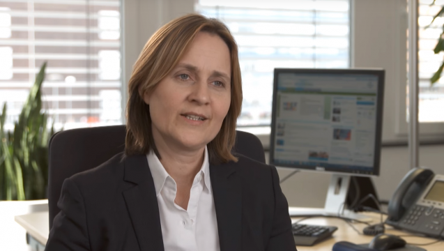Die Leiterin Medizin der Bayer Vital GmbH, Konstanze Diefenbach, verteidigt das Magen-Darm-Mittel Iberogast bis aufs Schärfste. (Screenshot: DAZ.online)