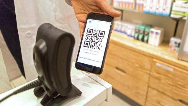 Für die flächendeckende Einführung des E-Rezeptes will das Bundesgesundheitsministerium die freie Apothekenwahl stärken. Allerdings greift die vorgeschlagene Regelung zu kurz. (c / Foto: imago images / epd)