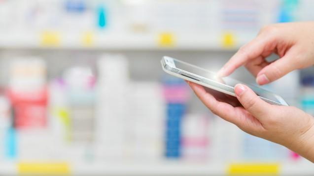 Ab Januar 2022 soll das E-Rezept auf dem Smartphone der Normalfall sein. ( r / Foto: I Viewfinder /stock.adobe.com)