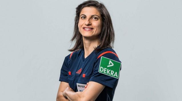 Die Apothekerin Dr. Riem Hussein wird Profi-Schiedsrichterin im Männer-Fußball. (Foto: DFB)