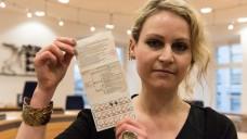 Die 34-jährige Felicitas Rohrer klagt gegen Bayer. Es geht um mögliche Nebenwirkungen der Anti-Baby-Pille Yasminelle. (Foto: dpa)