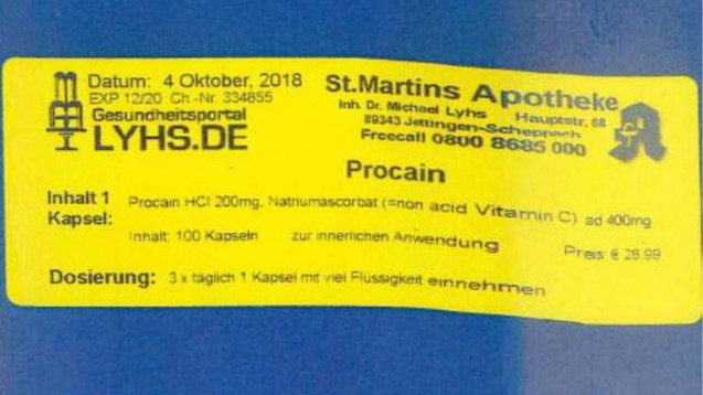 Vor selbst hergestellten Präparaten in blauen Plastikdosen mit Etiketten wie dem abgebildeten warnte das Landratsamt Günzburg im September 2019. (b/Foto: Landratsamt Günzburg)